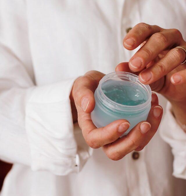 Quels sont les critères pour choisir une crème hydratante adaptée à sa peau ?